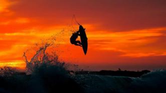 surf-au-coucher-du-soleil